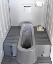 仮設トイレ内部